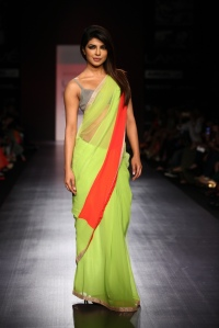 priyanka-chopra-walking-the-ramp-for-manish